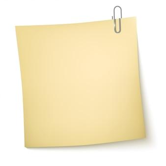 Opmerking papier met paperclip op wit