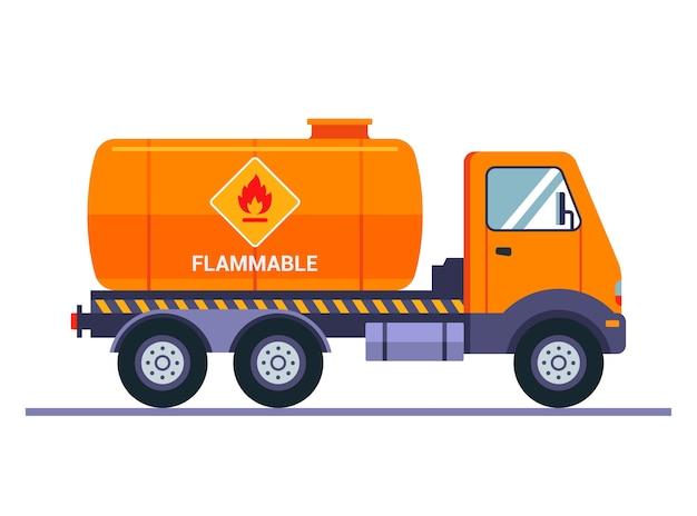 Oranje tankwagen vervoert benzine. het opschrift let op is ontvlambaar. vervoer van vloeibare lading.