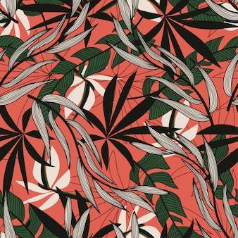 Origineel abstract naadloos patroon met kleurrijke tropische bladeren en planten op rode achtergrond