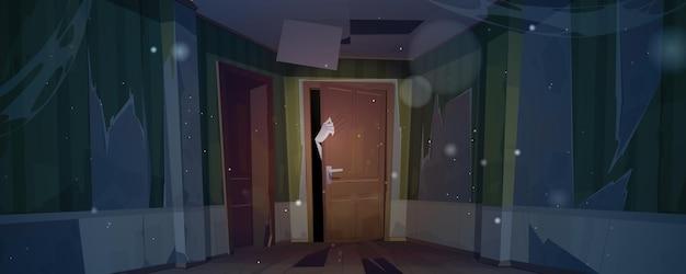 Oud huis met zombiehand en krassen op de deur