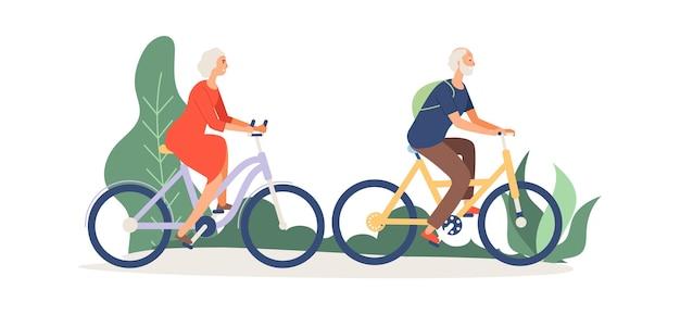 Oud stel op fietsen. ouderen activiteit, grootmoeder grootvader in park of bos