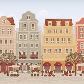 Oude stadsstraat met cafés en restaurants