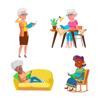 Oude vrouw leest en geniet van boekenset