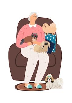 Oude vrouw zit in stoel met kleine honden.