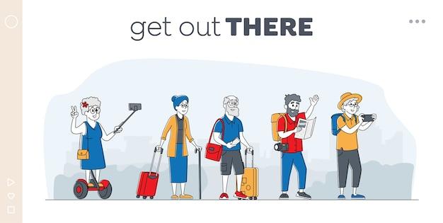 Oudere karakters reisgroep bestemmingspagina sjabloon. volwassen toeristen staan op city street in het buitenland. oude mensen die reizen met kaart, fotocamera, bagage, selfie. lineair