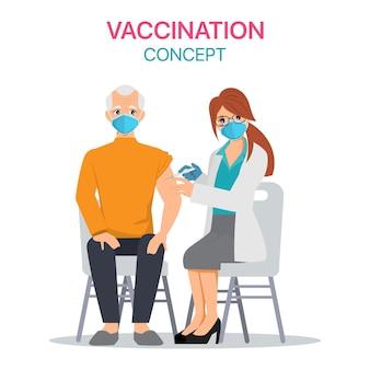 Oudere man krijgt het covid-19-vaccin in het ziekenhuis.