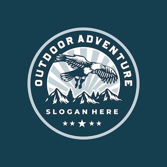 Outdoor avontuur berg badge-logo