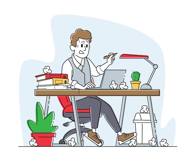 Overbelast benadrukt mannelijke kantoormedewerker zittend op de werkplek met computer en hoop documenten en verfrommelde papieren