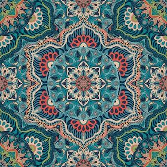 Overladen bloemen naadloze textuur, eindeloos patroon met uitstekende mandalaelementen.