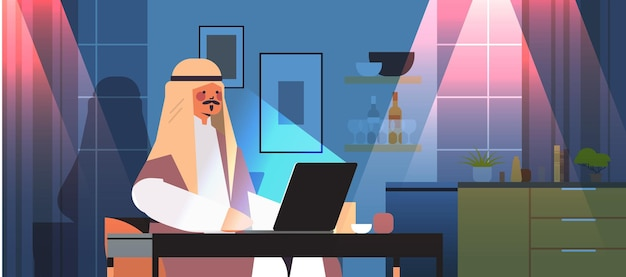 Overwerkte arabische zakenman freelancer kijken naar laptop scherm arabische man zit op de werkplek in donkere nacht thuiskamer horizontaal portret