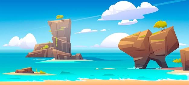 Overzees strand met grote rotsen in water en blauwe hemel