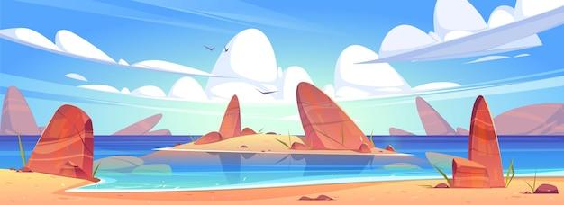 Overzees zandstrand, oceaankust met stenen en eiland in water.