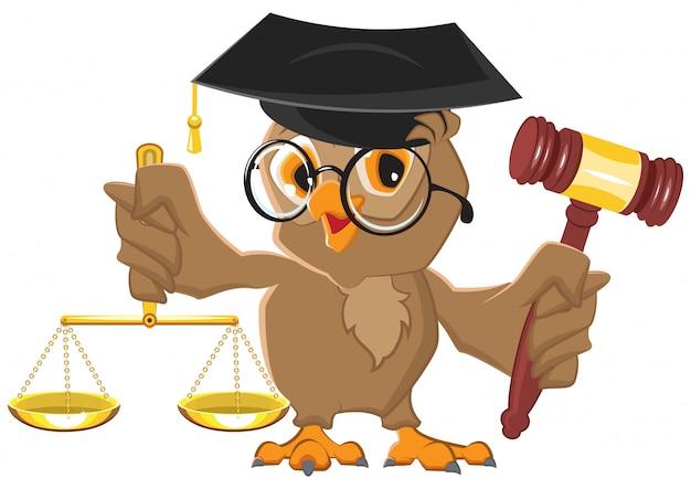 Owl judge met hamer en schalen