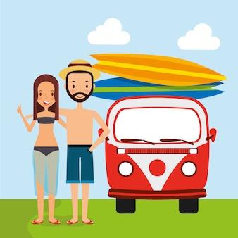 Paar auto van surfplanken reizende vakantie