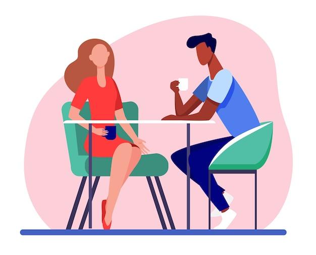 Paar daten in coffeeshop. jonge man en vrouw samen koffie drinken platte vectorillustratie. romantische ontmoeting, romantiek