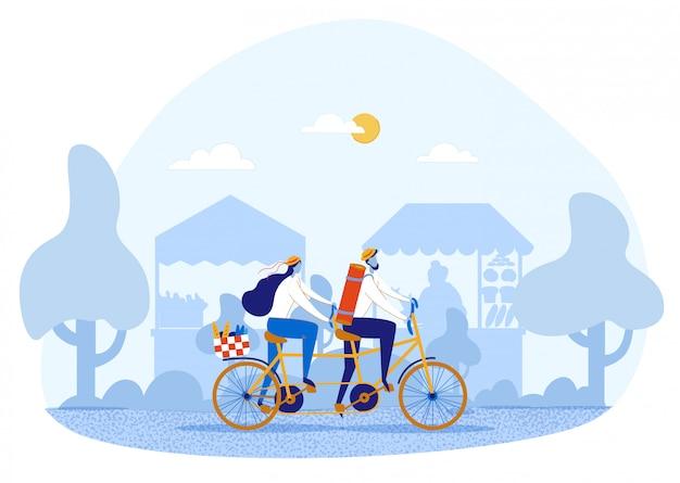 Paar die in liefde tandem fiets berijden die op picknick gaan
