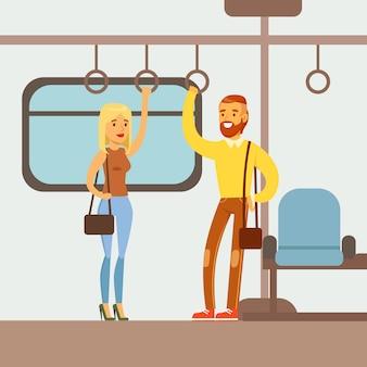 Paar die zich in de metro treinauto bevinden
