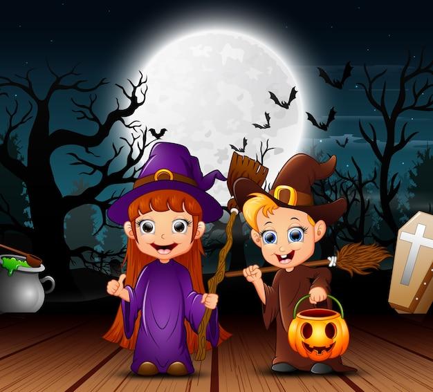 Paar heks viering halloween dag in de nacht
