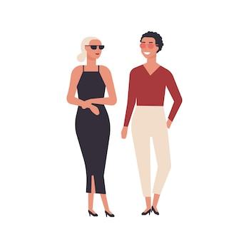 Paar jonge lachende vrouwen gekleed in elegante stijlvolle kleding geïsoleerd op een witte achtergrond. aanbiddelijke meisjes die zich verenigen. vrolijke vrouwelijke personages. platte cartoon kleurrijke vectorillustratie.