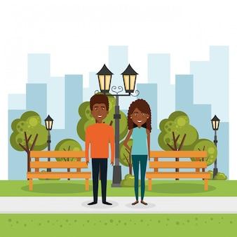 Paar liefhebbers in het park