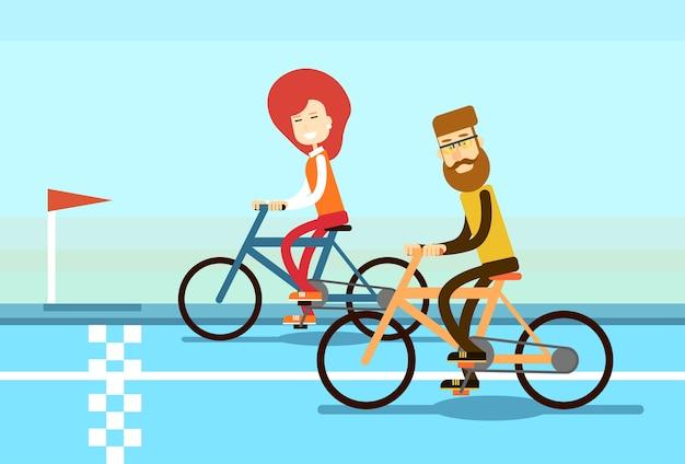 Paar man vrouw rit fiets race road