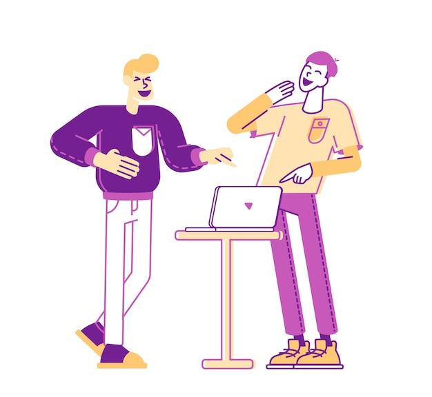 Paar mannen vrienden tekens kijken naar grappige video op laptop lachen en samen plezier hebben