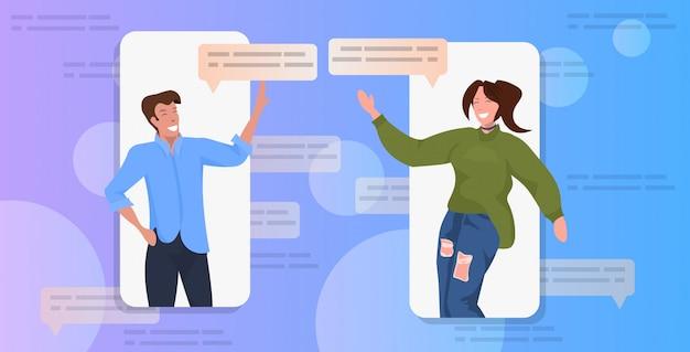 Paar met behulp van chatten app sociaal netwerk chat bubble communicatieconcept