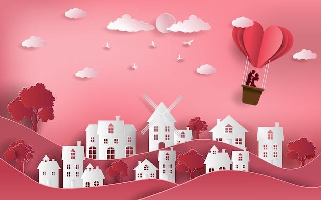 Paar met hete luchtballon die over stad vliegt.