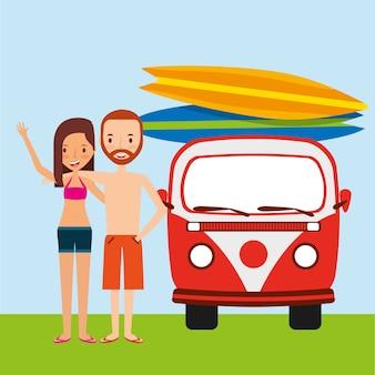 Paar reizende vakantie met van auto surfplank