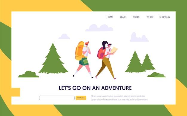Paar toeristische personage met rugzak gaan wandelen op route in de landingspagina van het bos.