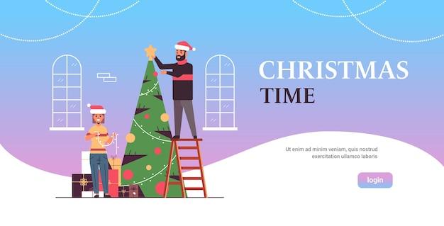 Paar versieren kerst boom vrolijk kerstmis gelukkig nieuwjaar vakantie viering concept man vrouw draagt kerstmutsen plat volle lengte horizontaal kopie ruimte vector illustratie