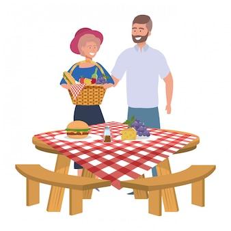 Paar vrouw en man met picknick