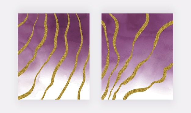 Paarse aquarel textuur met gouden glitter lijnen uit de vrije hand