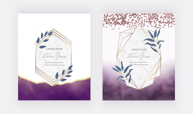 Paarse penseelstreek aquarel kaarten met geometrische marmeren frames met bladeren.