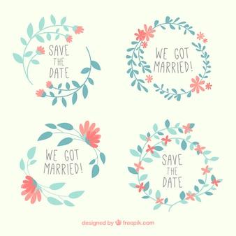 Pak bruiloft labels met blauwe bladeren