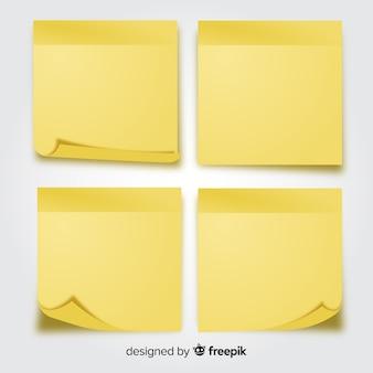 Pak met kleverige nota's in realistische stijl