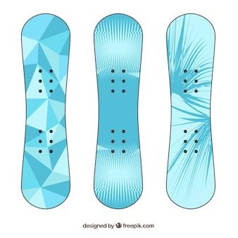 Pak van drie snowboards in blauwe tinten