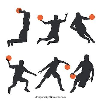 Pak van silhouetten basketballers