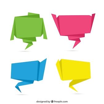Pakje van vier gekleurde origami tekstballonnen