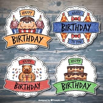 Pakje van vier kleurrijke verjaardag badges in aquarel stijl
