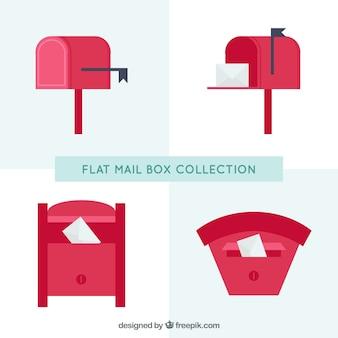 Pakje van vier rode brievenbussen in plat design