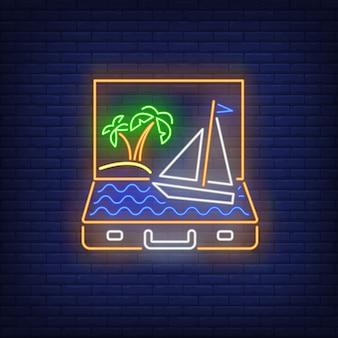 Palmen en schip die in het open teken van het kofferneon varen