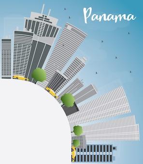 Panama city skyline met grijze wolkenkrabbers, blauwe lucht en kopie ruimte.