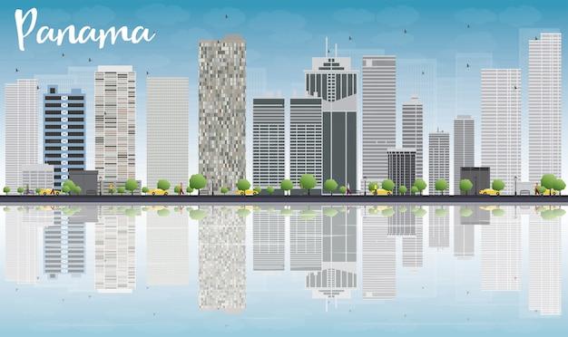 Panama city skyline met grijze wolkenkrabbers en reflecties