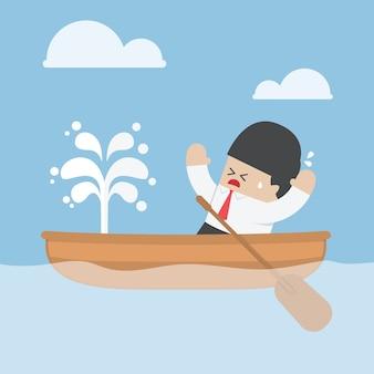 Paniek zakenman met lekkende boot