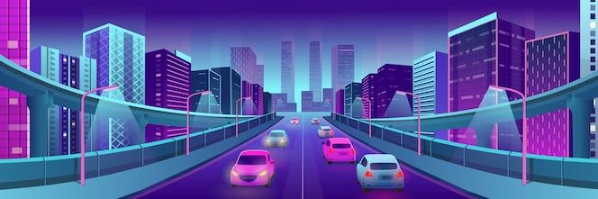 Panorama neon stad met heldere huizen, viaducten, weg en auto's.