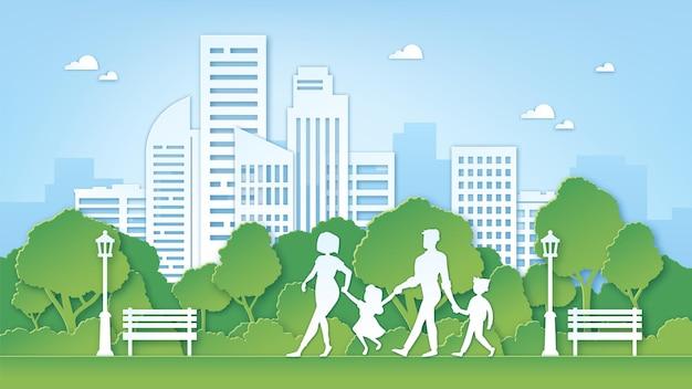 Papier kunst familie in park. groene stadsomgeving met bomen. ouders en kinderen lopen buiten. papier gesneden schone natuur landschap vector concept. illustratie milieupark met bank en boom
