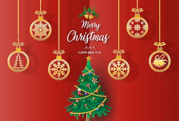 Papier kunststijl van landschap met een kerstboom en gouden kerstballen