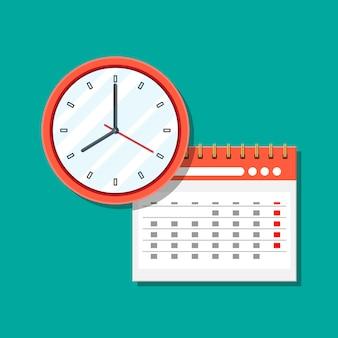 Papier spiraal wandkalender en klokken.