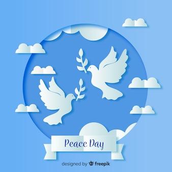 Papier vredesdag met duif op blauwe tinten